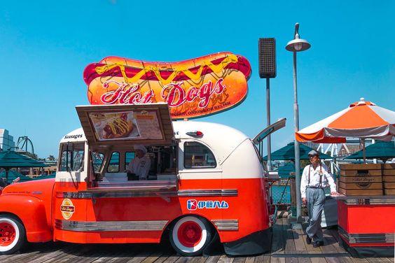 foodtruck hotdogs